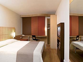 Hotel ibis paris berthier porte de clichy 17 me paris 17e arrondissement france - Porte de clichy prostitutes ...