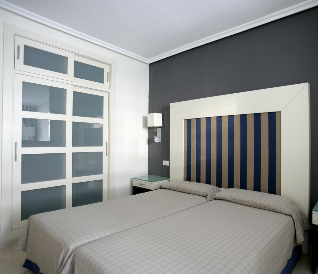 Room photo 4 from hotel H10 Conquistador Hotel Tenerife