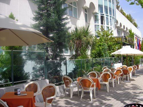 Hotel jard n de tres cantos tres cantos spain for Hotel jardin tres cantos