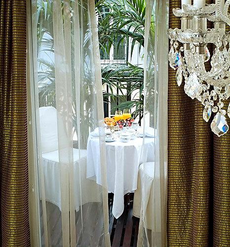 Hotel vernet paris 8e arrondissement for Boutique hotel paris 8e