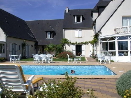 Hotel arcantis hotel les terrasses de saumur maine et for Piscine de saumur