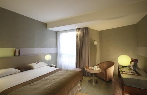 Hotel Mercure Paris Porte De St Cloud BoulogneBillancourt France - Hotel porte de saint cloud