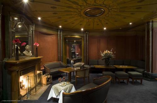 hotel napoleon fontainebleau france. Black Bedroom Furniture Sets. Home Design Ideas