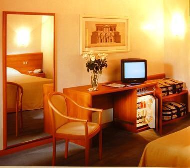 Hotel albergo meubl paradiso sul lago como italy for Hotel meuble como