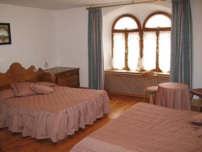 Hostel meuble royal belluno italie for Hotel meuble royal cortina