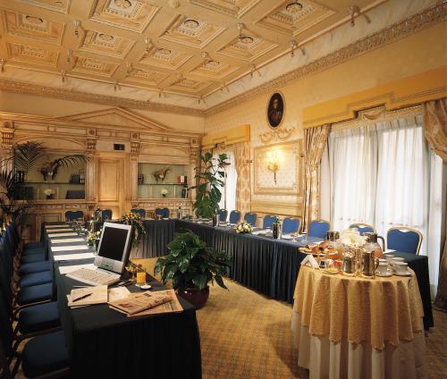 Hotel Splendide Royal Rom Italien Hotelsearch Com