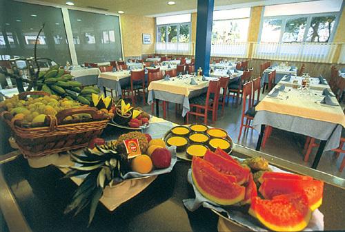 Hotel merc pineda de mar espagne for Restaurant pineda de mar